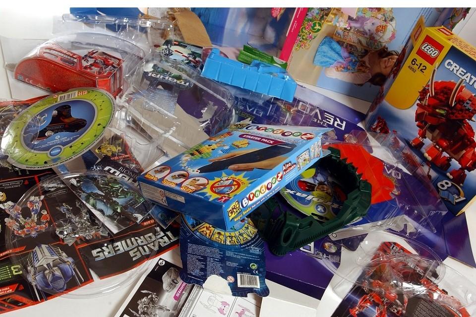 Nebereikalingi žaislai gali surasti naujus namus