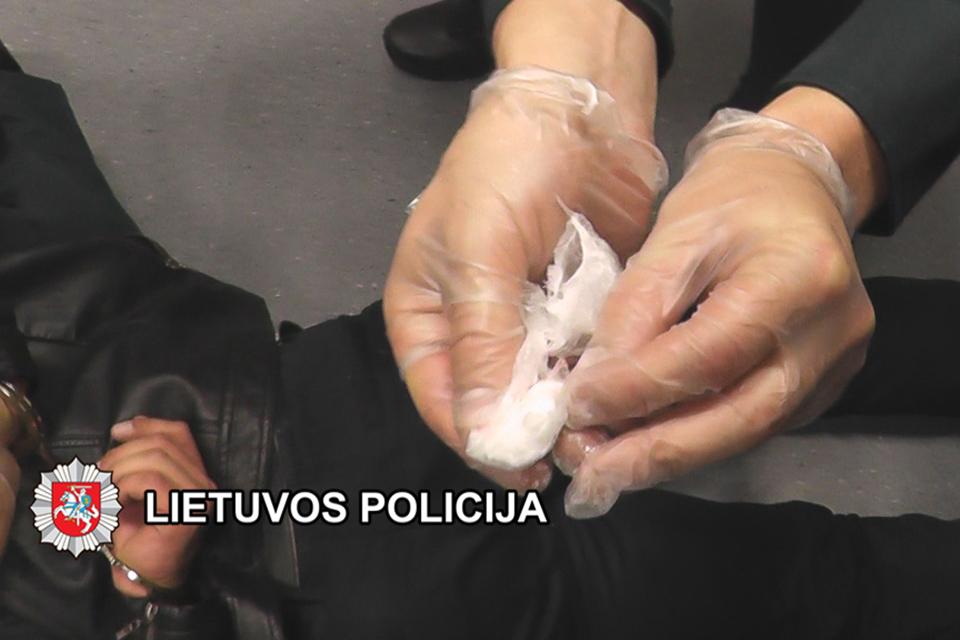 Baigtas tyrimas dėl narkotinių medžiagų ir nelegalaus ginklo