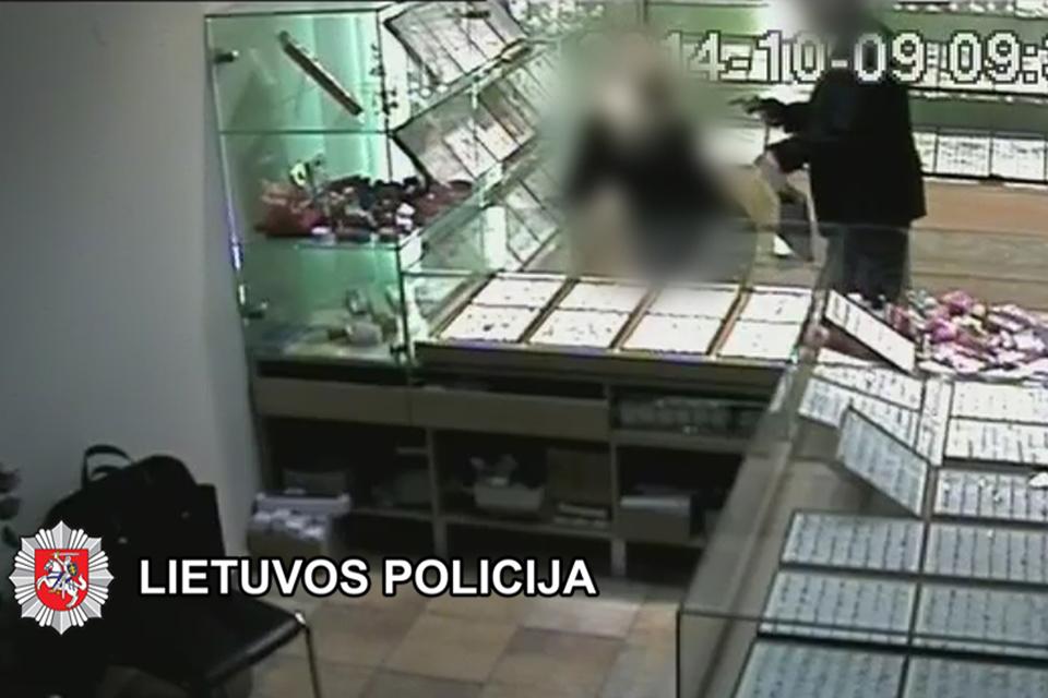 Juvelyrinę parduotuvę apiplėšė latvis