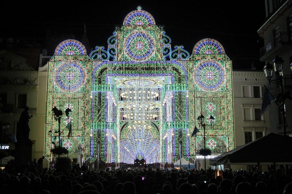 Rekordiniame šviesų festivalyje – šimtmečio vartai