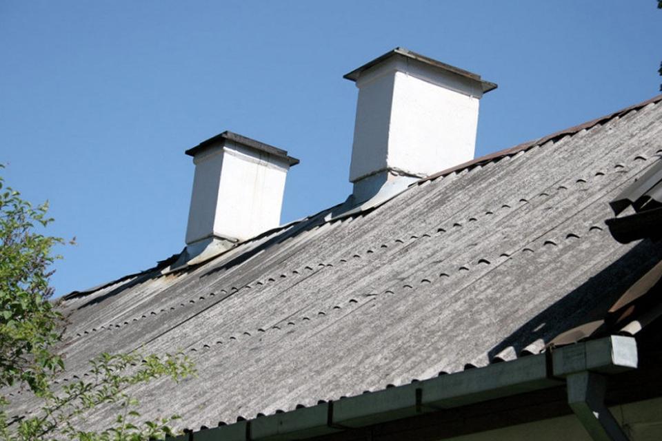 Galima kreiptis paramos dėl asbestinių stogų keitimo