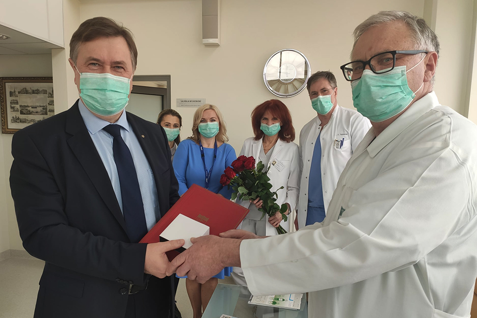 Ligoninę paliekančiam specialistui – medalis už ilgametį darbą