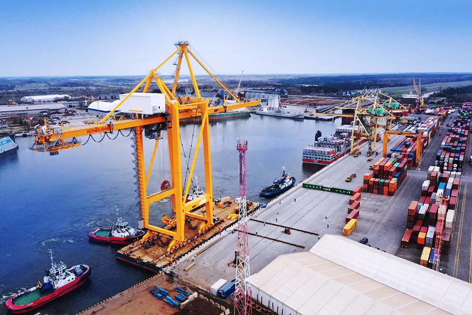 Klaipėdos konteinerių terminale – galingas naujas kranas