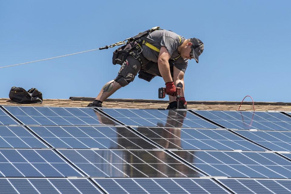 Regiono įmonės investuoja į saulės energetiką