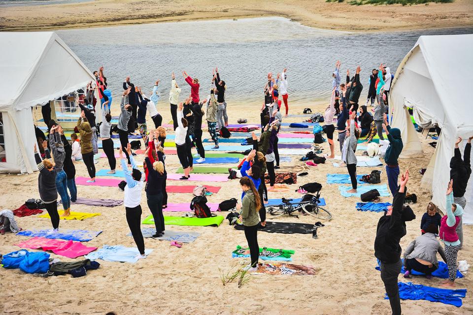 """Šventoji kviečia į nemokamą sveikatingumo ir meno festivalį """"1000 saulių"""""""