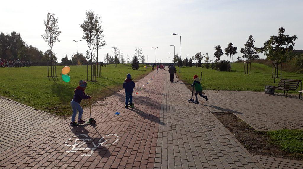 Sąjūdžio parke – mažieji paspirtukininkai