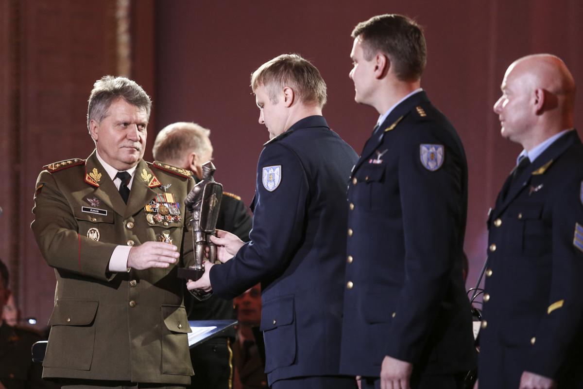 """""""Lietuvos karžygio"""" apdovanojimas – jachtų gelbėjimo operacijos dalyviams"""
