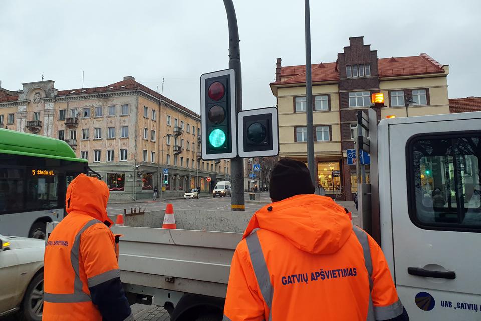 """Siūlys jungti """"Gatvių apšvietimą"""" ir Klaipėdos autobusų parką"""
