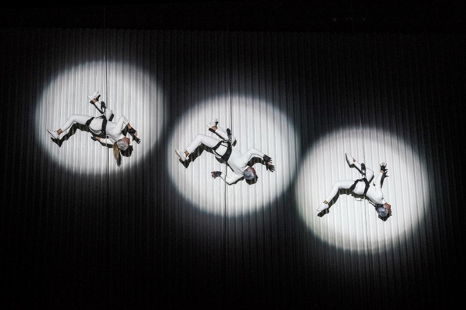Ant Palangos koncertų salės sienos – vertikalus šokis