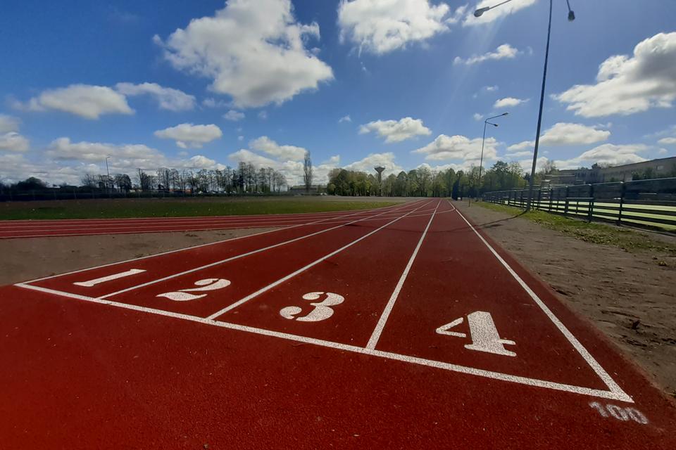 Atnaujintas Kretingos gimnazijos sporto aikštynas