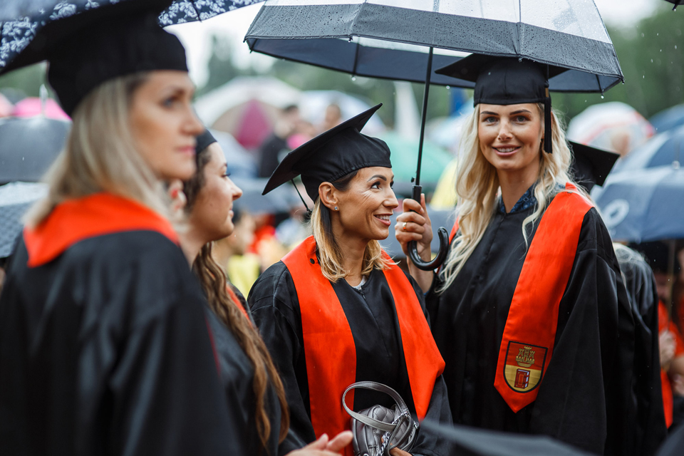 Klaipėdos universiteto absolventų rankose – diplomai su europiniu ženklu