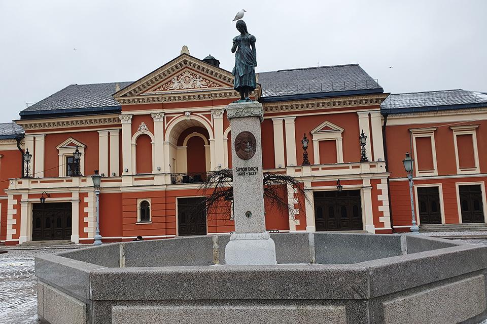 Tikisi prakalbinti ir daugiau Klaipėdos skulptūrų