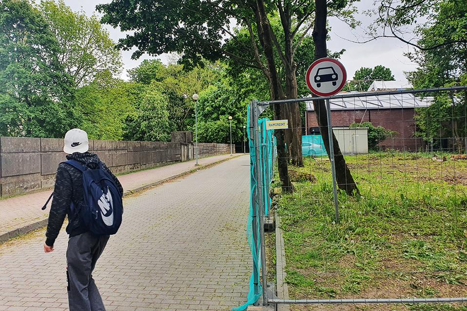 Savivaldybė neskuba šalinti draudžiamųjų ženklų prie Skulptūrų parko