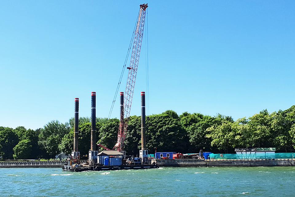 Smiltynės keltų krantinėje pradedami įlaidų įrengimo darbai