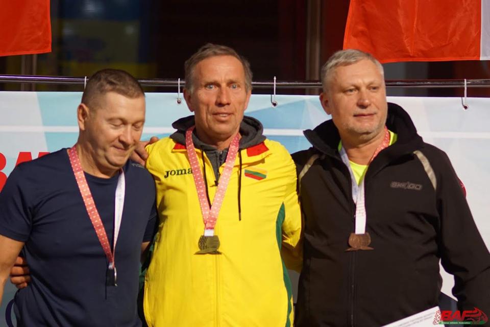 Lengvaatlečiai veteranai sėkmingai varžėsi Minske