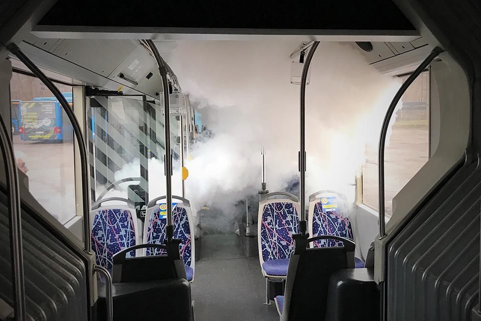 Autobusus dezinfekuoja garu