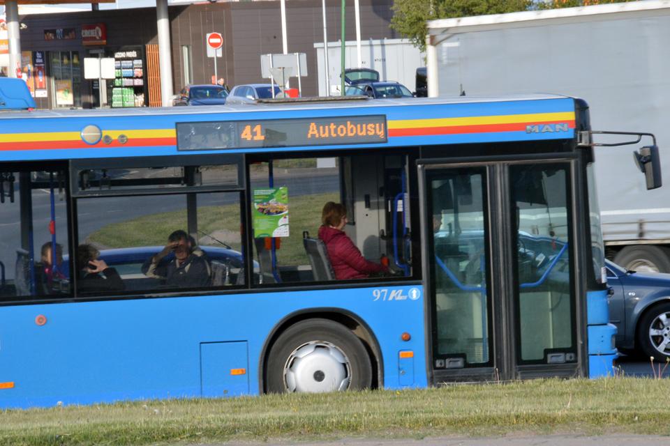 Priemiestiniai autobusai važiuos kitaip