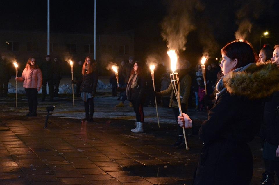 Klaipėdos valstybinės kolegijos bendruomenė susibūrė prie Laisvės laužo