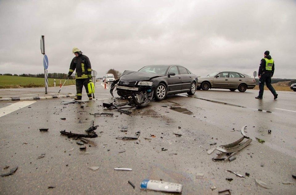 Netoli Kartenos avarijoje žuvo moteris