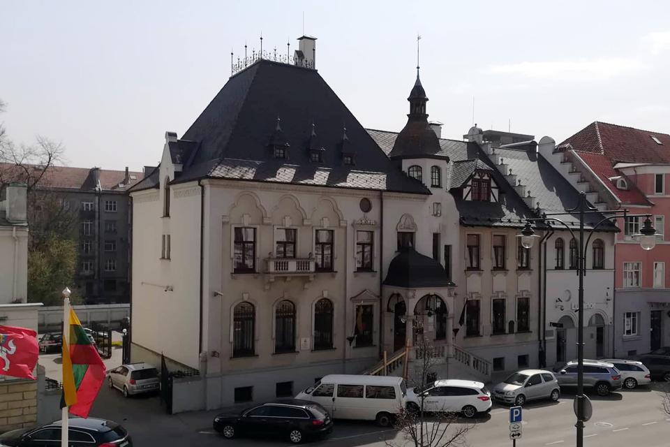 Parduoda buvusios gubernatūros pastatą