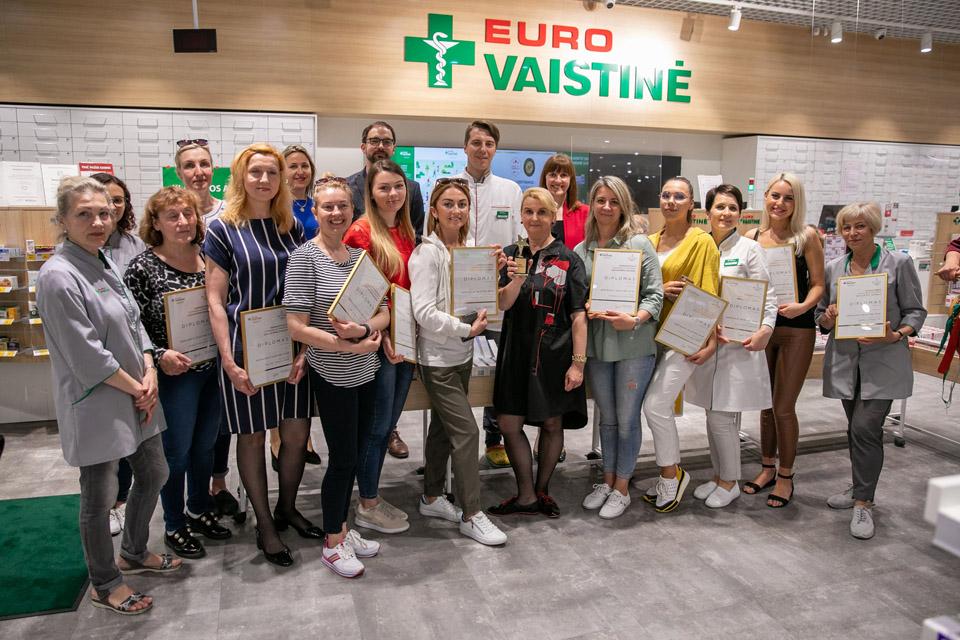 """Klaipėdos """"Eurovaistinė"""" pripažinta geriausia tinklo vaistine Baltijos šalyse"""
