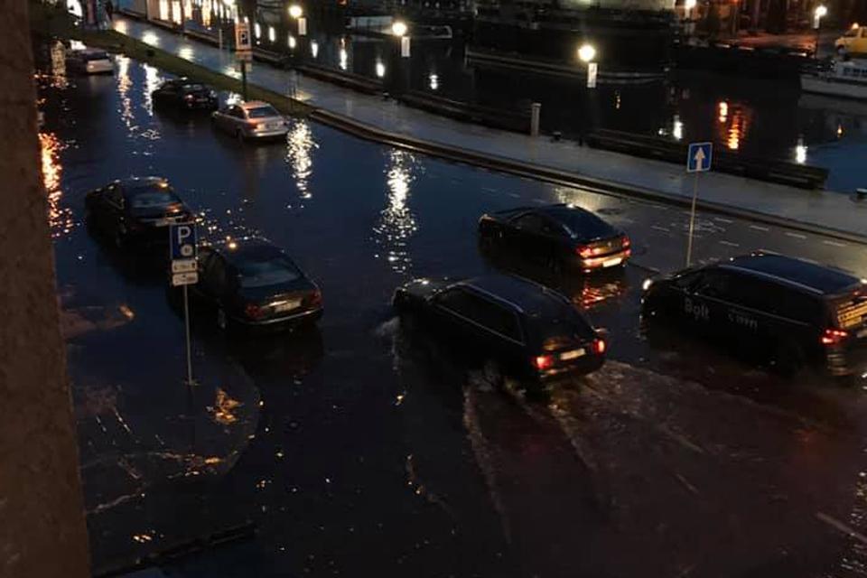 Automobiliams vėl teko plaukti