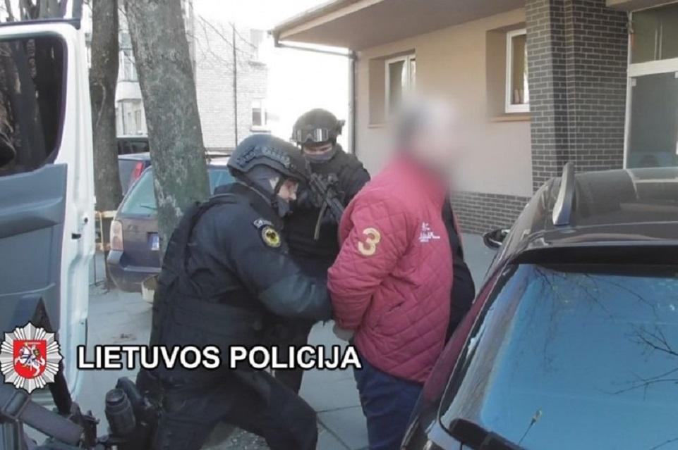 Sulaikyti kėsinęsi į policijos ir prokuratūros pareigūnus