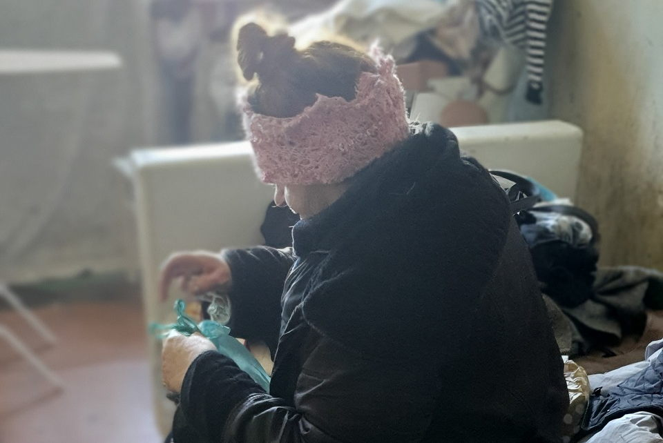73 metų moteris mėnesį laiko gyveno laiptinėje (atnaujinta komentarais)