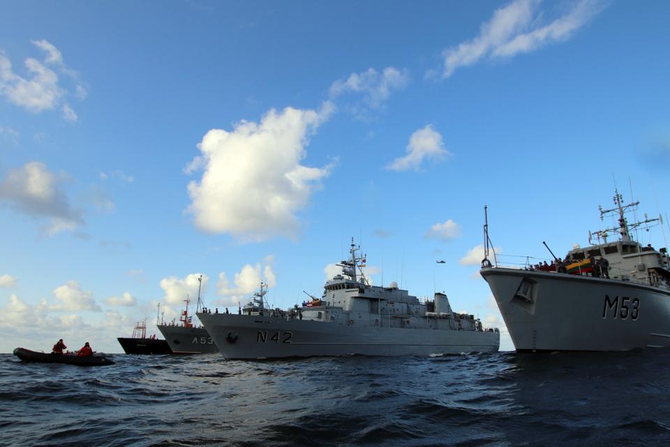 Bendrų mokymų metu jūroje paminėjo Baltijos kelio 30-metį