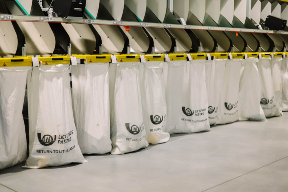 Paštas ir kiti siuntų gabentojai perspėja dėl galimo vėlavimo