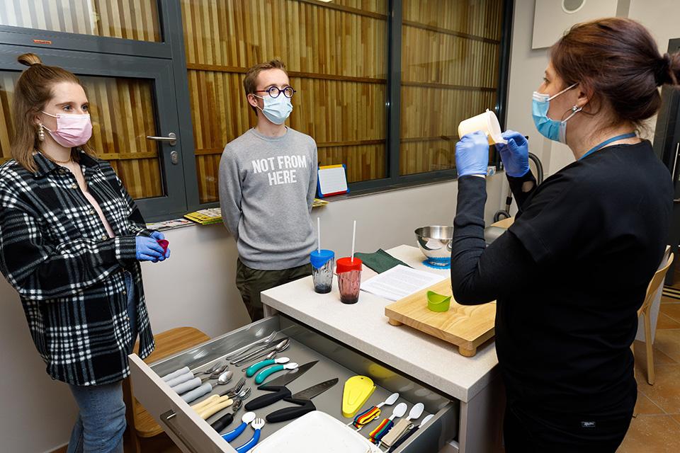 Studentai iš Belgijos susipažino su Delfinų terapijos centru