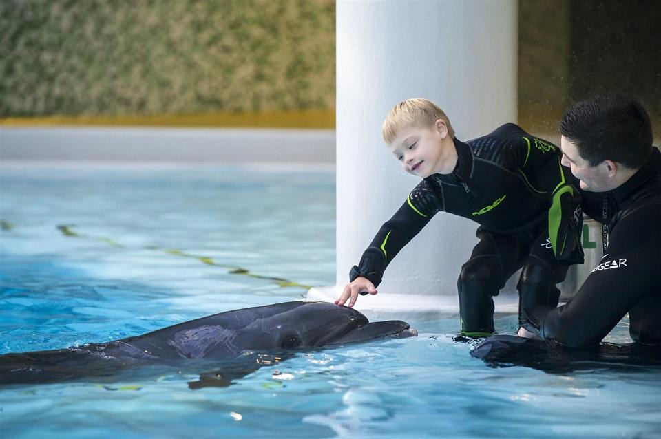 Neįgaliems vaikams dovanojo draugystę su delfinais