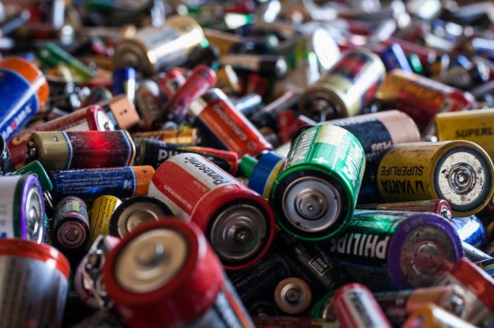 """Akcijoje """"Darom"""" bus renkamos ir baterijos"""