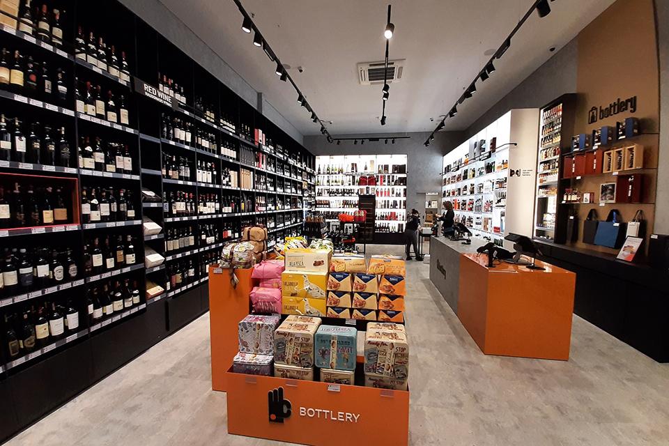 """Neringoje – pirmoji """"Bottlery"""" parduotuvė"""