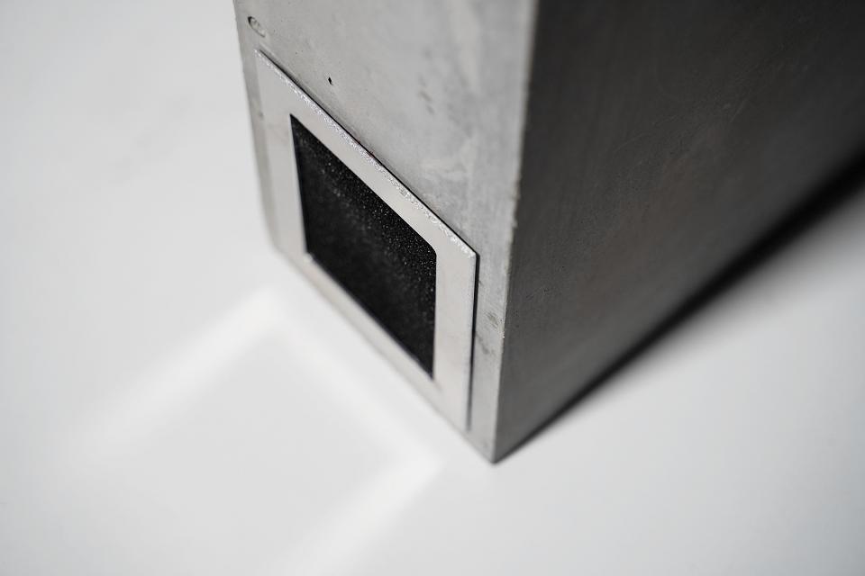 Iš betono kuria garso kolonėles