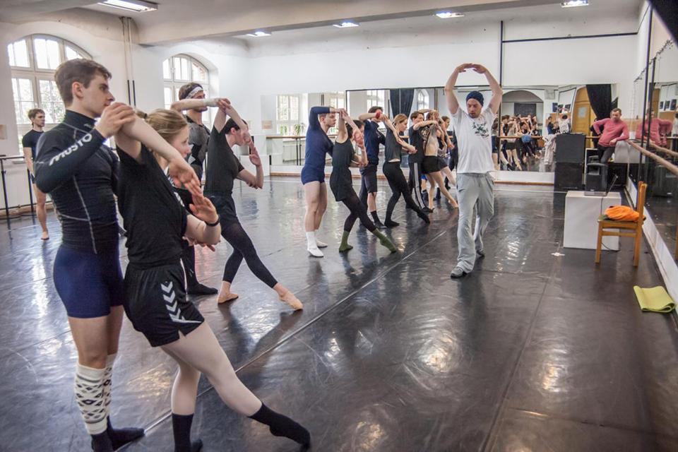 Baleto premjeras elinge kuria tarptautinė komanda