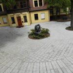 Sutvarkytame Klaipėdos skvere – bėdos dėl granito