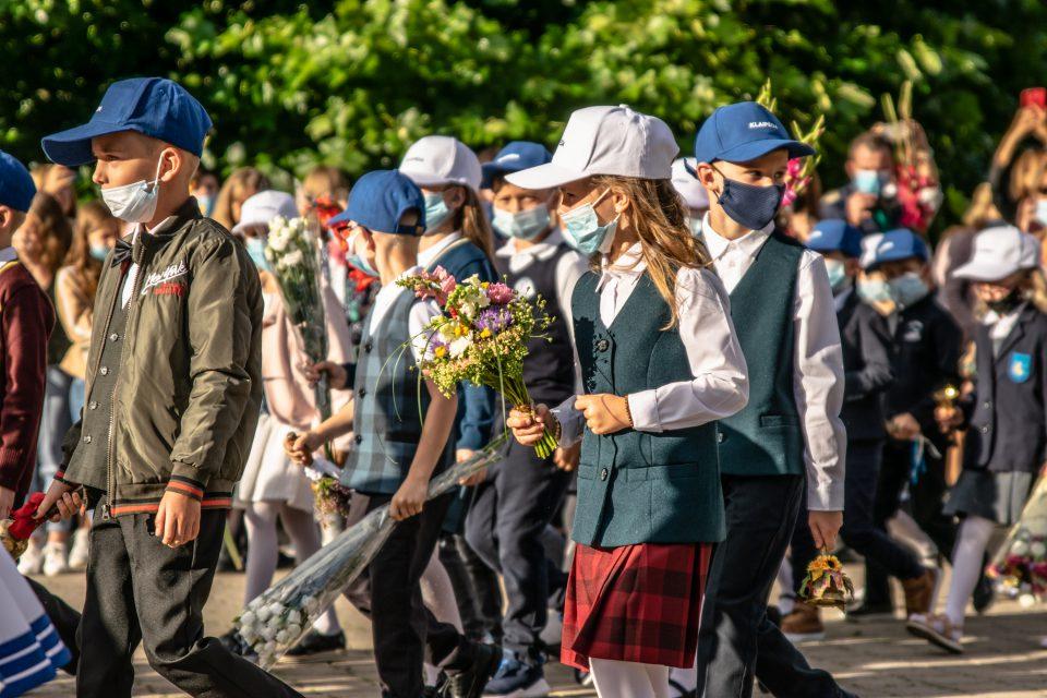 Griežtų reikalavimų prispaustas Klaipėdos mokyklas gelbėja išradingumas ir nuotolinis mokymas