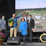 Kretingos derliaus šventėje apdovanoti aplinkos puoselėtojai ir pagerbtas moliūgas rekordininkas