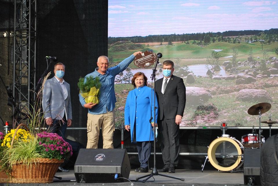Kretingoje apdovanoti aplinkos puoselėtojai ir išrinktas moliūgas rekordininkas