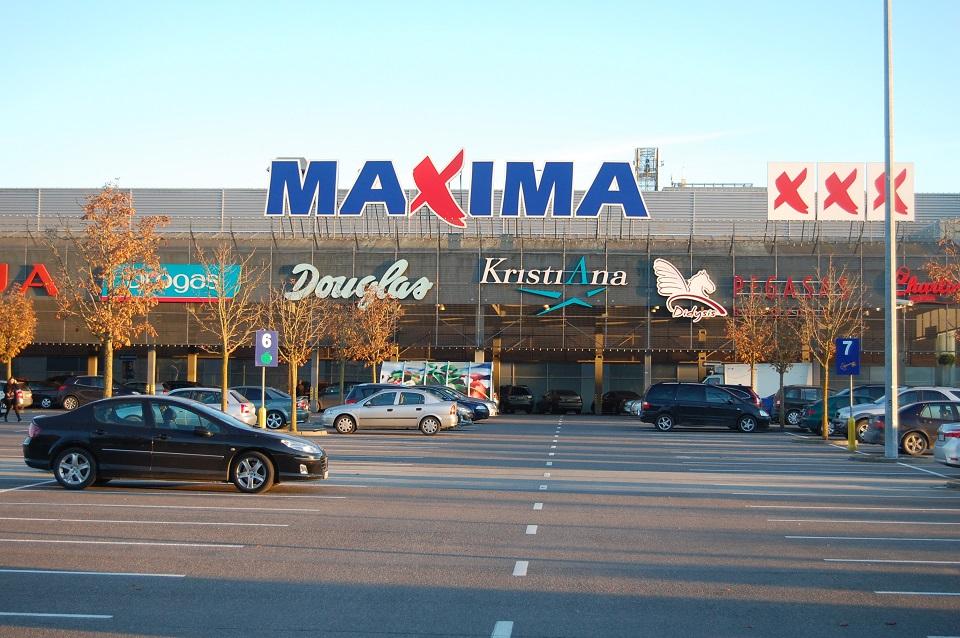 Pirkėjai į Klaipėdos prekybos centrus veržiasi ir be kaukių