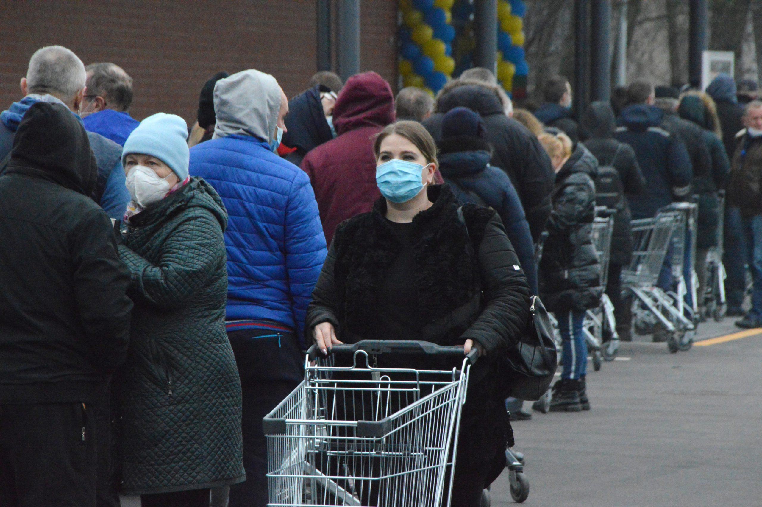 Карантин продлен до 30 апреля: премьер грозится вновь обязать носить маски на улице