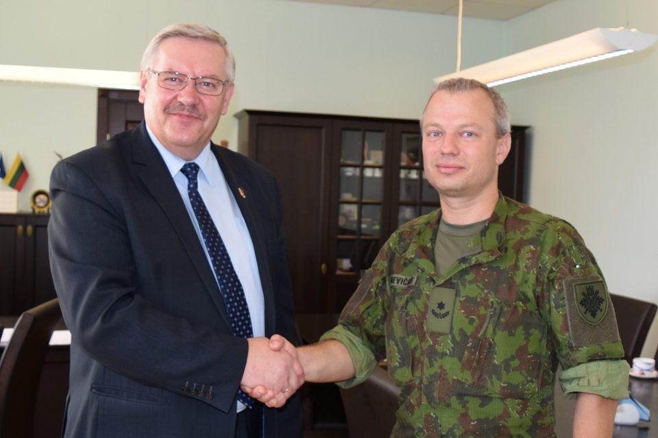 Pratęsta bendradarbiavimo sutartis su kariškiais