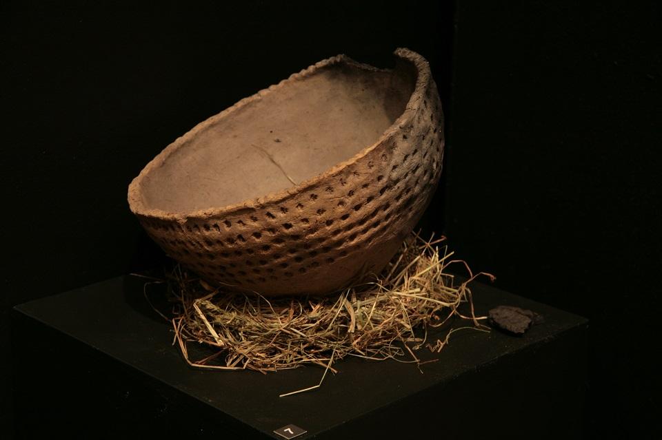 Seks senosios keramikos pėdomis