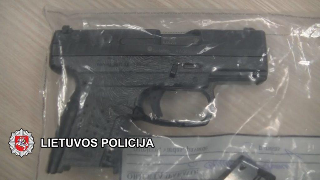 Operatyviai sulaikytas iš buto kovinį pistoletą pagrobęs nepilnametis