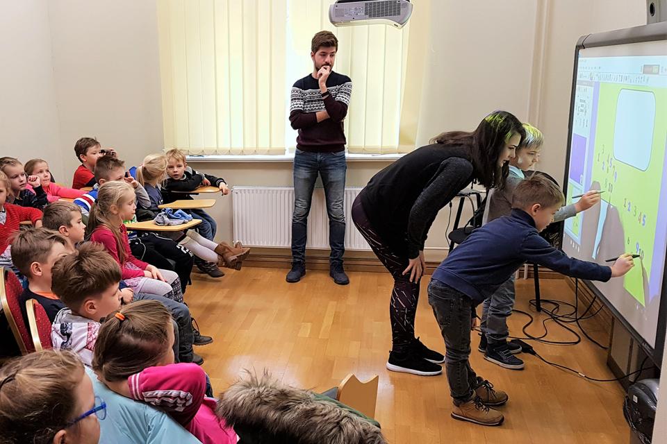 """Darželinukams – interaktyvi """"Erasmus"""" studentų pamoka"""