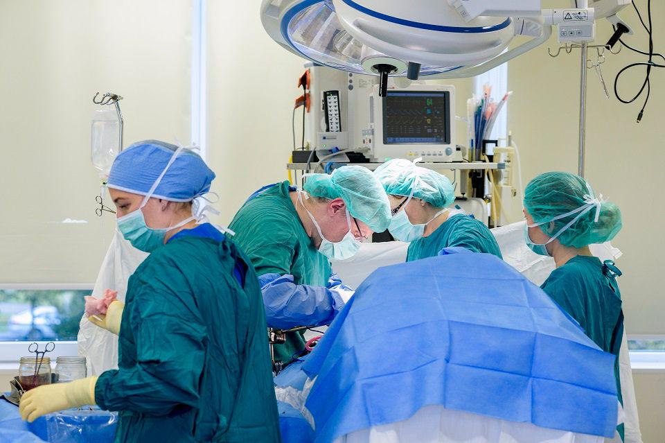 Laivo kapitonui KUL chirurgai pašalino 13 kg auglį
