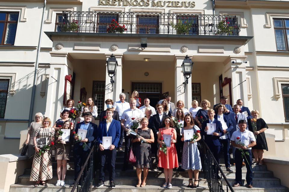 Sveikino Kretingos rajono šimtukininkus ir jų mokytojus