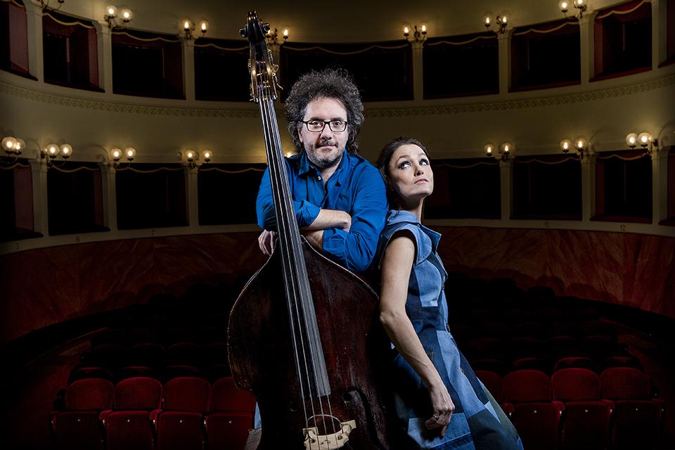 """Sekmadienį Teatro aikštėje koncertuos duetas iš Italijos """"Musica Nuda"""""""