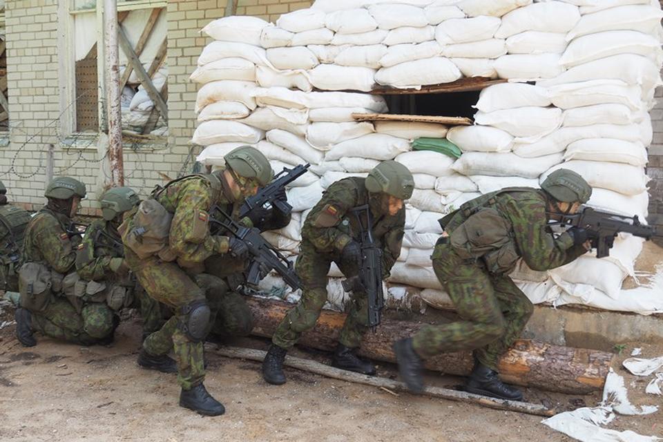 Klaipėdos studentai praktiškai įtvirtina karybos žinias